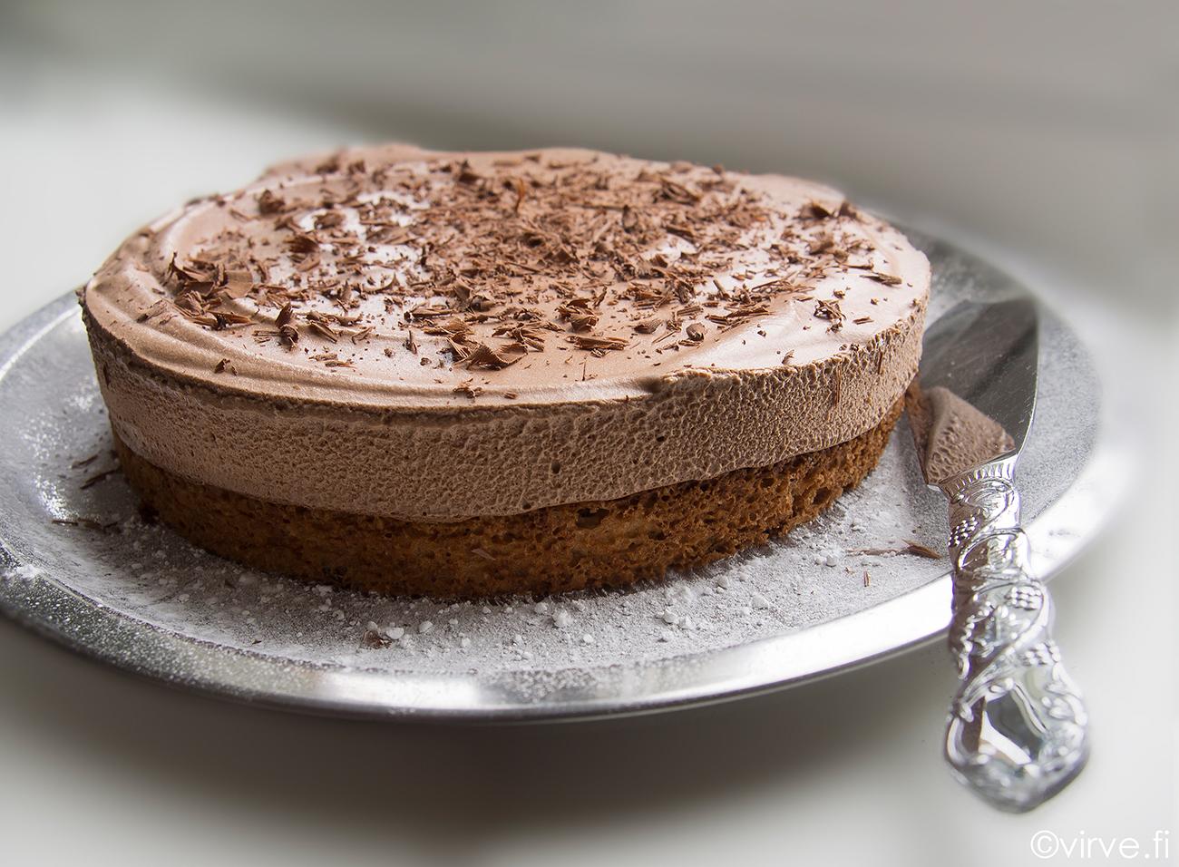 Minttukaakaon makuinen suklaakakku